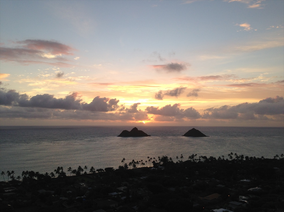 早朝のLanikai Pillbox Trail