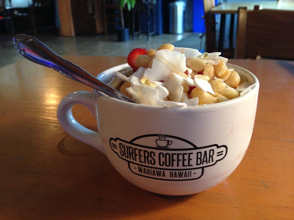 ワヒアワでアサイボウル Surfers Coffee Bar