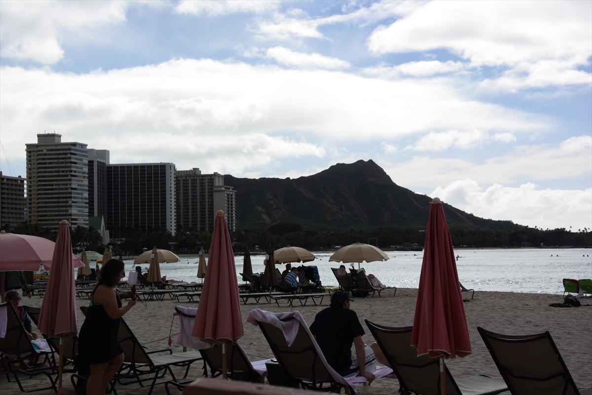 朝はRoyal Hawaiian Hotelの散歩から