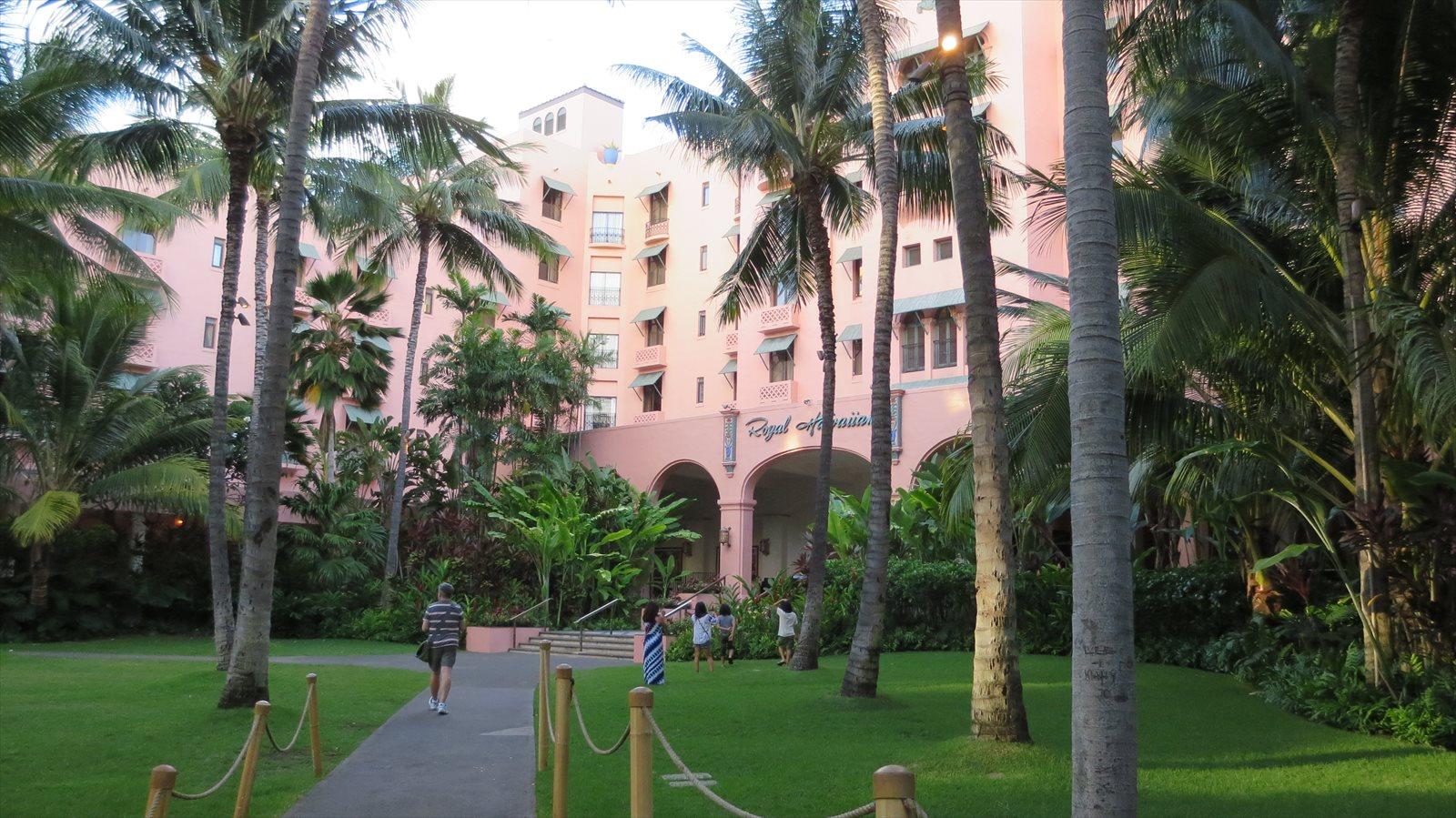 ワイキキホテル巡り(1) お気に入りのロイヤルハワイアンホテルお散歩