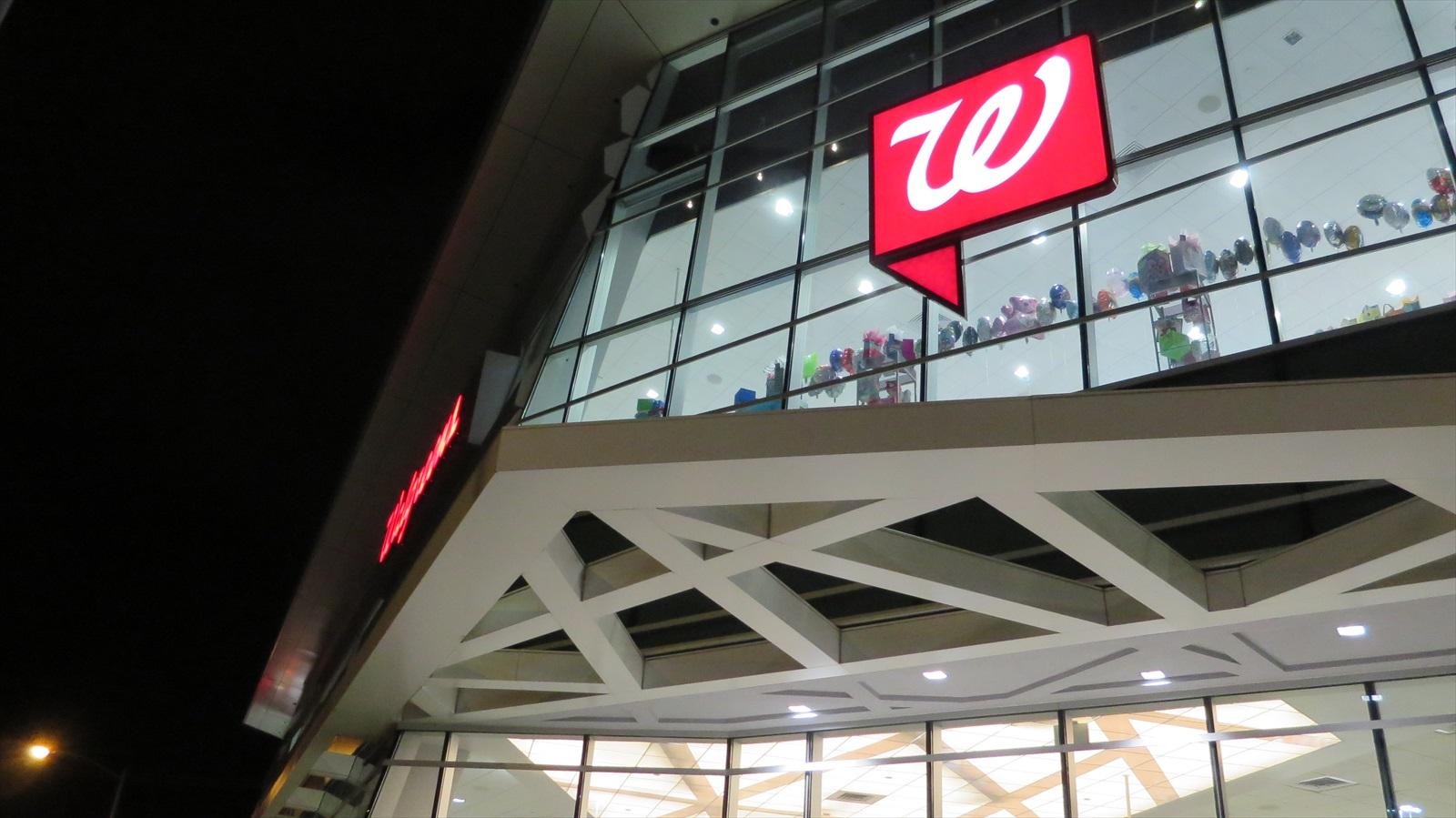 アラモアナの24時間営業ドラッグストア、Walgreens