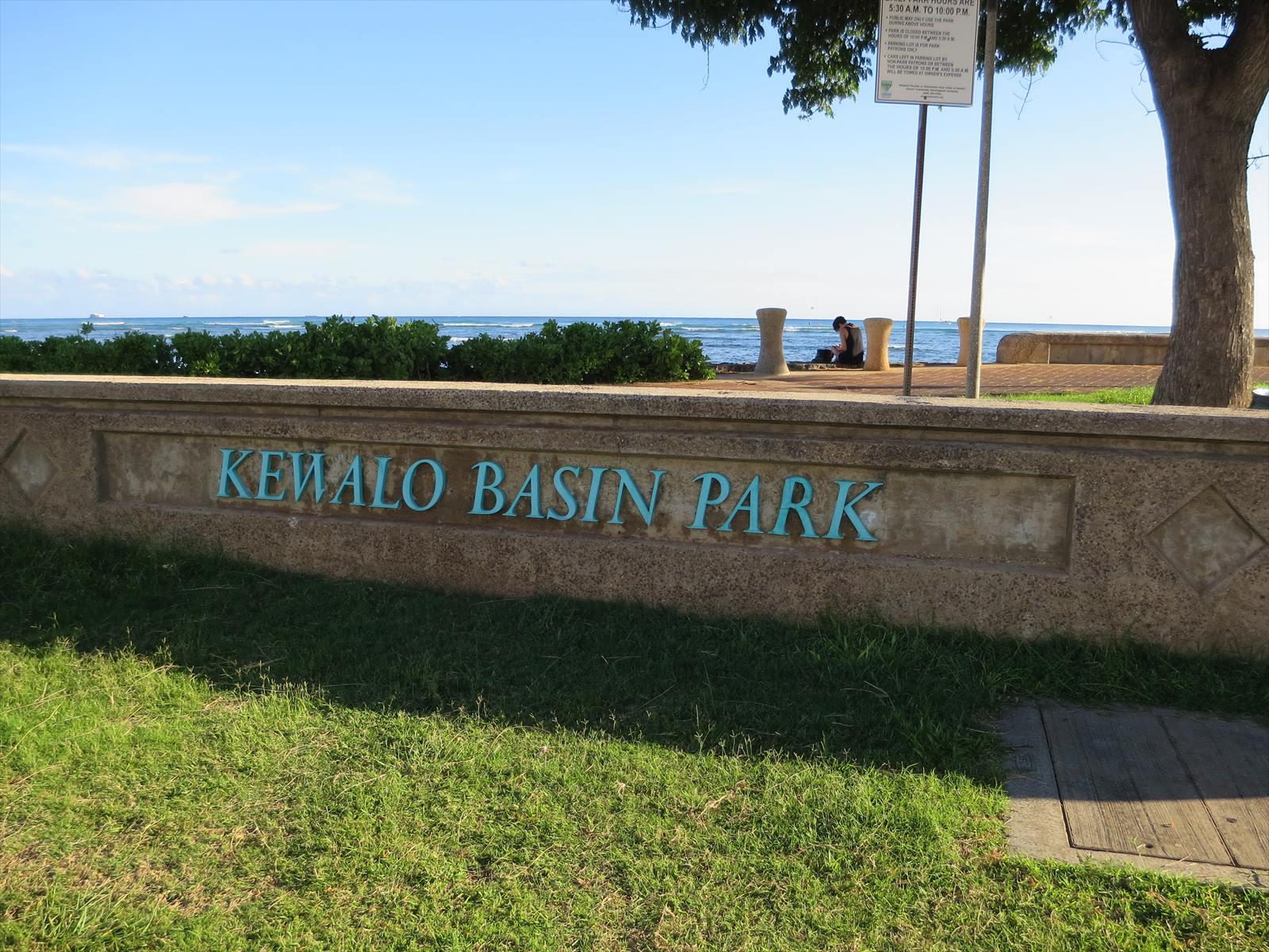 観光客が集まるケワロ湾ハーバーと、ローカルがくつろぐケワロ湾公園