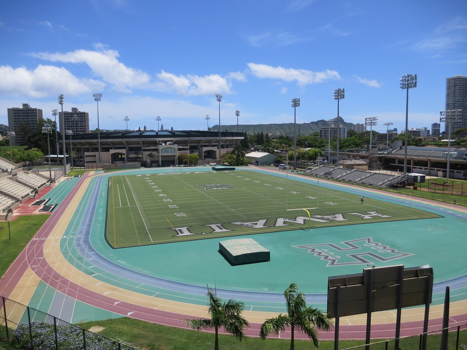 広いハワイ大学を散策してみよう