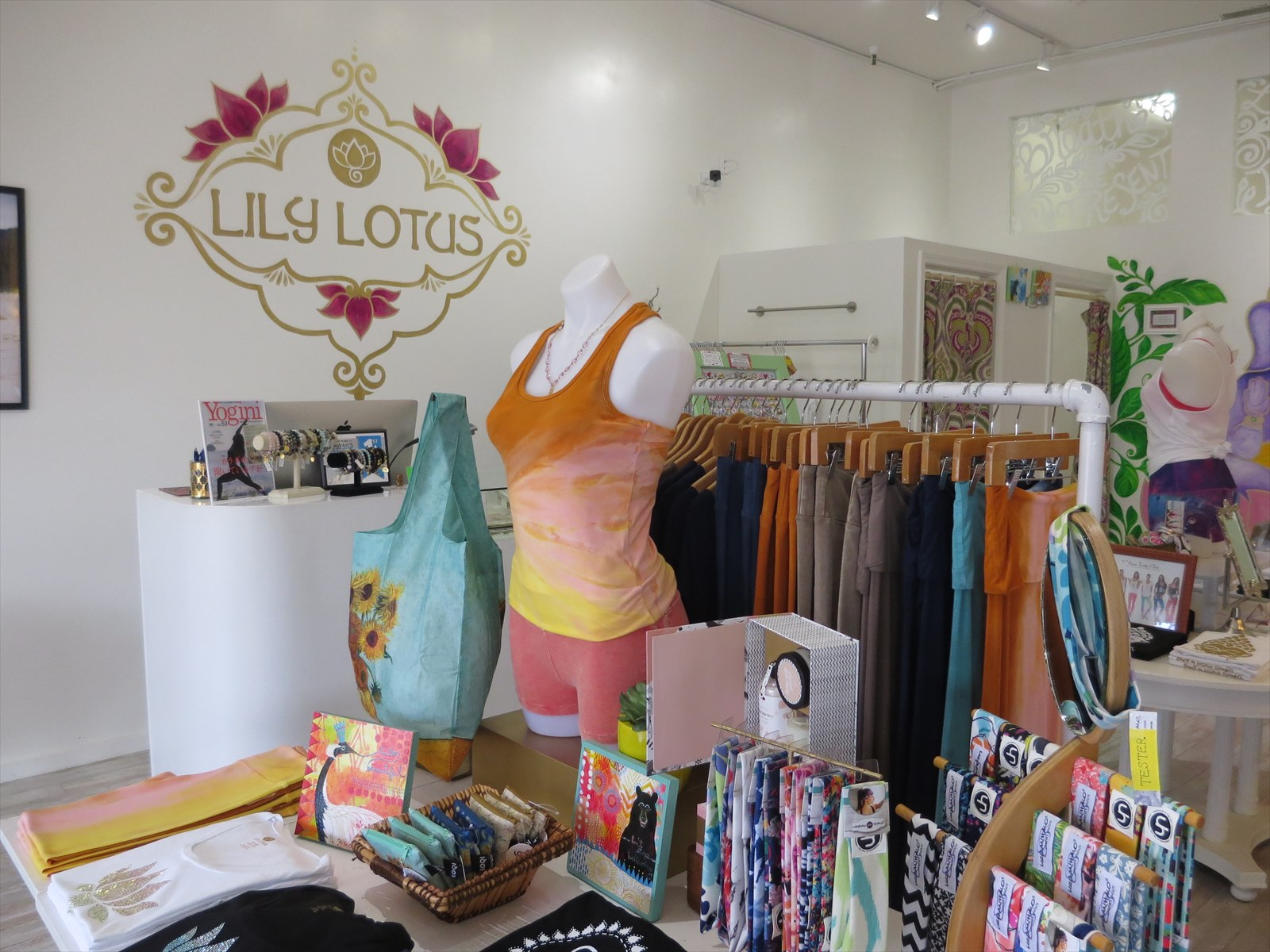 ヨガウェアのLily Lotusはカイムキ店のみの営業です