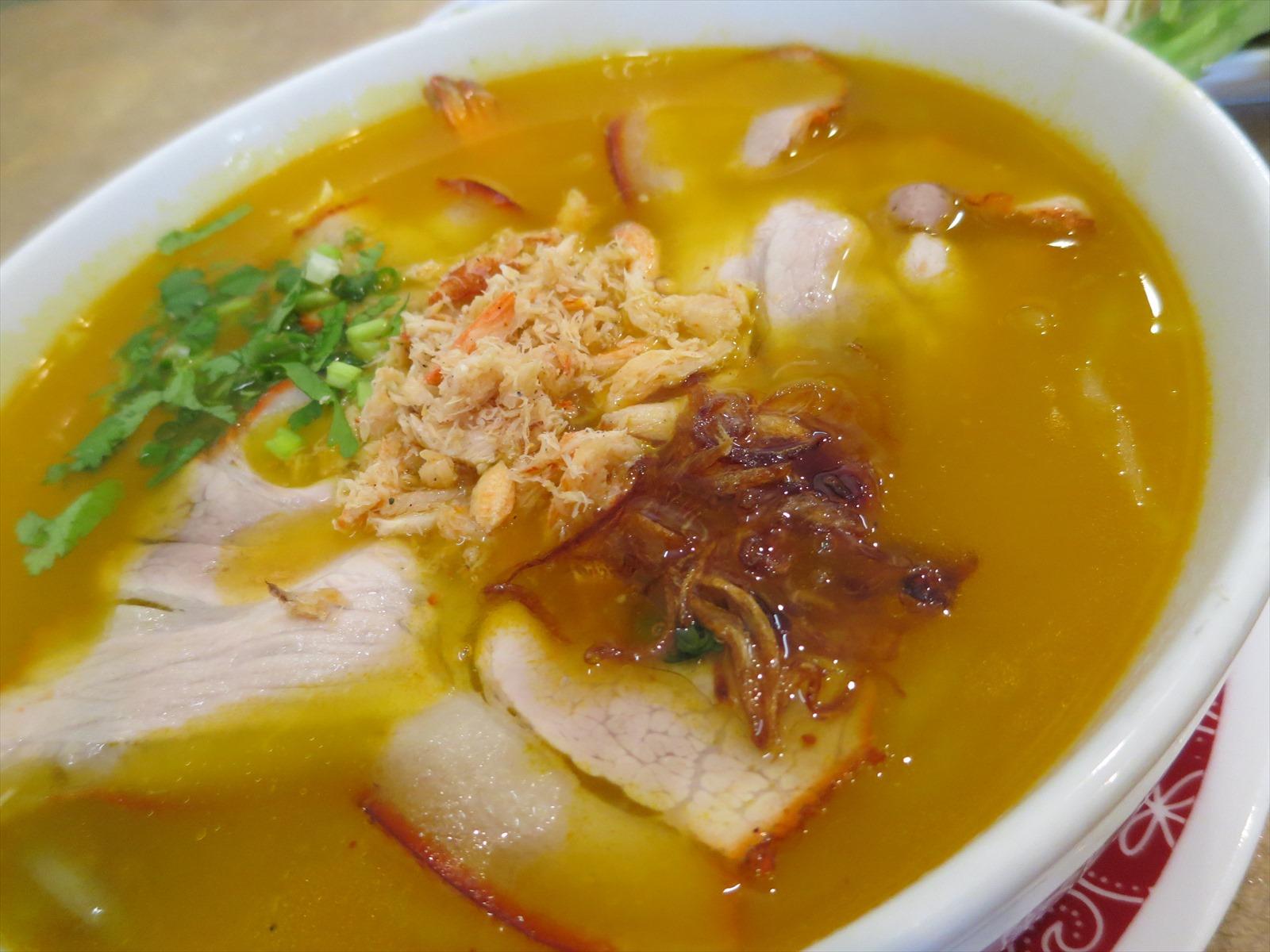 チャイナタウンのキムアンで、黄金スープの絶品ヌードルを